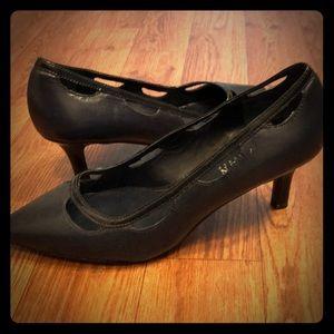 Lauren Ralph Lauren Navy low heel pumps